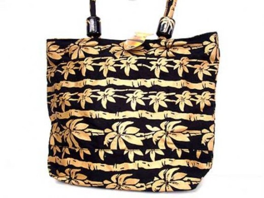 Gold-Flower-accentuated-beach-bag